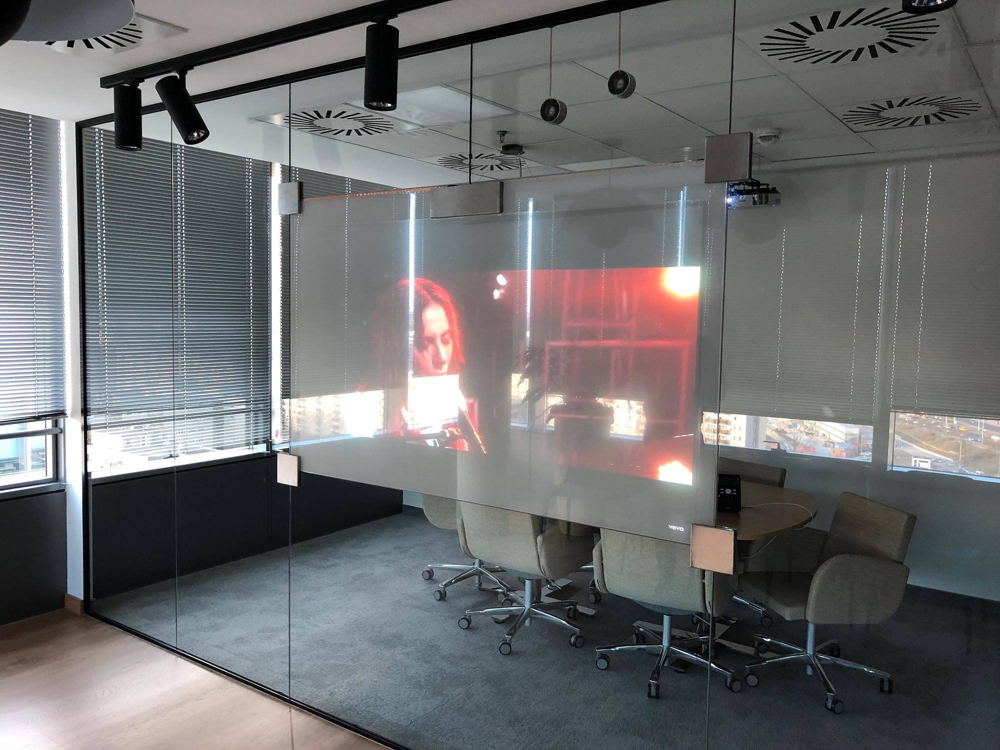 Modern iroda a Duna felett
